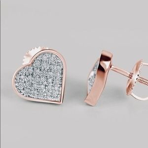 Jewelry - NWT HEARTSHAPED STUDS Really cute Great $